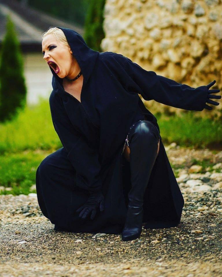 """Scarlet Aura a lansat un nou videoclip: """"The Heretic"""""""