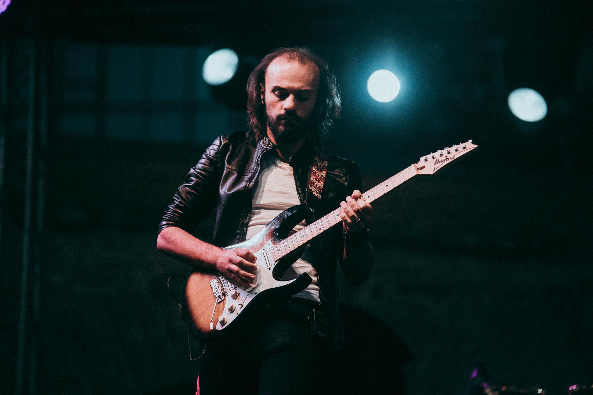 "Sebi Bârzeianu, chitaristul trupei timișorene Phaser, a lansat single-ul ""Tokyo"""